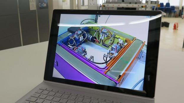 Laptop mit technischem Gerät auf dem Bildschirm.
