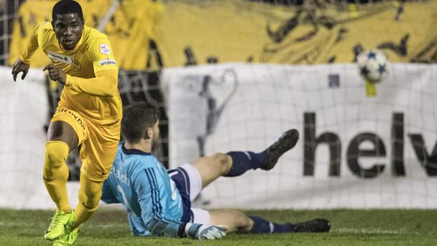 Roger Assalé trifft zum 2-0 für YB