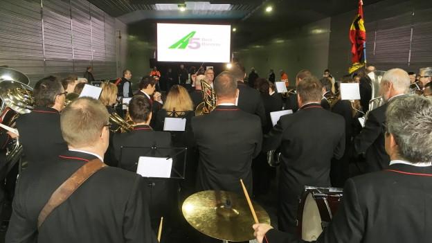 Die Musikgesellschaft Safnern bei der Eröffnung der A5-Umfahrung.