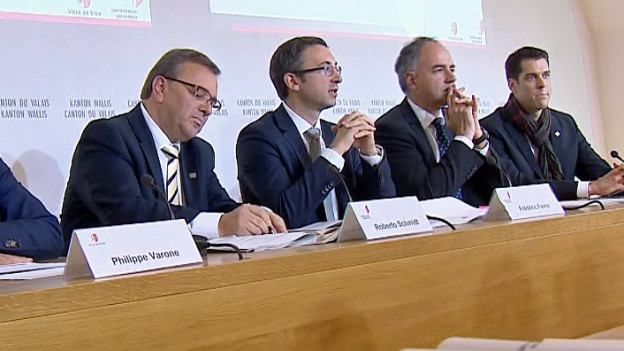 Walliser Staatsräte vor den Medien.