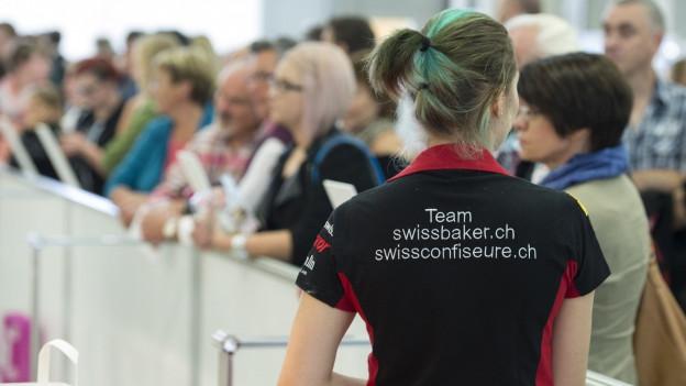 Junge Frau mit Aufschrift «Team swissbaker.ch»