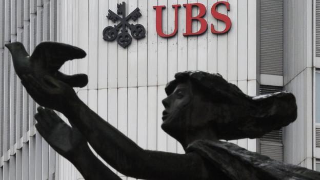 UBS lagert 600 Arbeitsplätze aus Kostengründen von Zürich nach Biel aus.