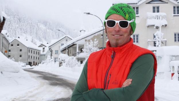 Silvan Zenklusen im eingeschneiten Simplon Dorf
