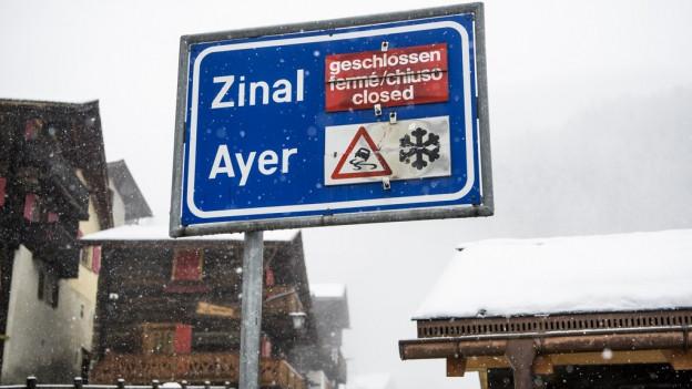 Wegen der Lawinengefahr sind im Wallis zahlreiche Strassen gesperrt.
