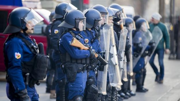 Polizistinnen und Polizisten der Kantonspolizei Bern