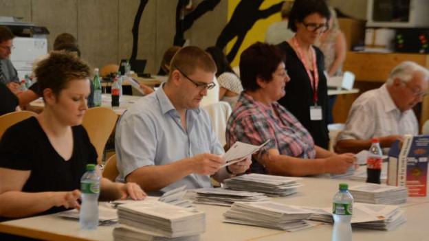 18. Juni 2017: In Moutier werden die Abstimmungszettel ausgezählt.