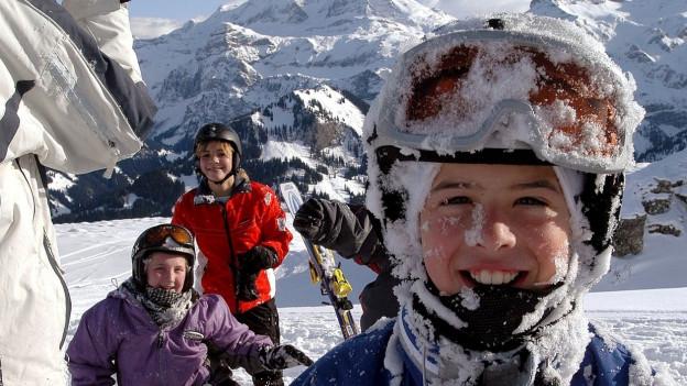 Kinder im Schnee.