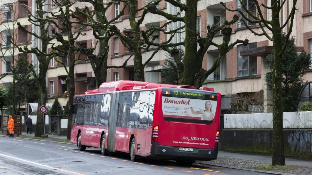 Bus mit Aufschrift Ostermundigen