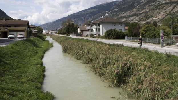 Der kontaminierte Lonza-Kanal bei Raron – einer von mehreren belasteten Standorten.