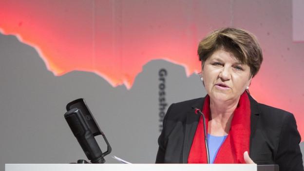 Viola Amherd am Rednerpult.