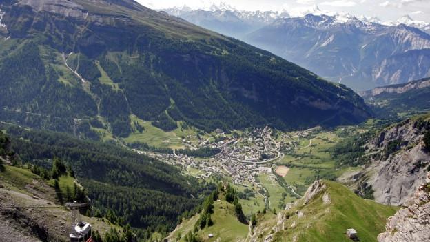 Berglandschaft mit Seilbahn