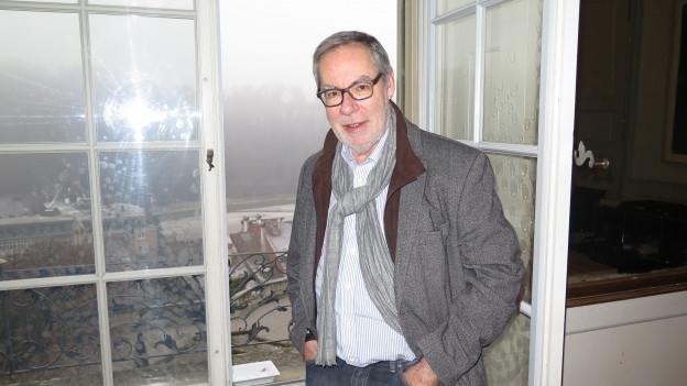 Alexander Tschäppät am offenen Fenster seines Arbeitszimmers.