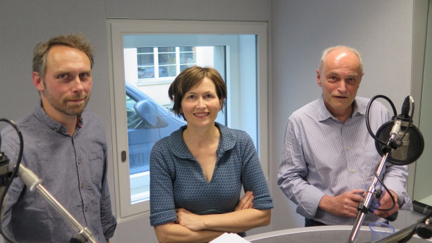 Regula Rytz und Bernhard Giger, links Moderator Urs Gilgen.