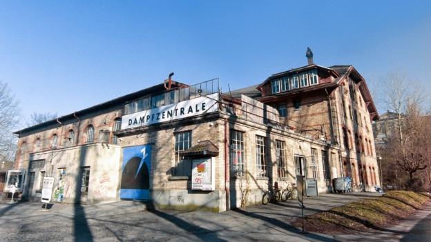 Altes Industriegebäude mit Aufschrift Dampfzentrale.