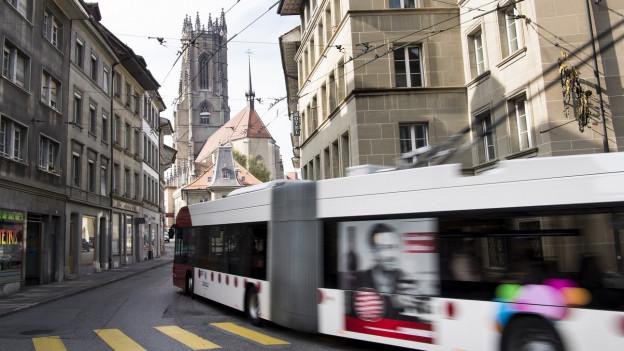 Bus in der Altstadt von Freiburg