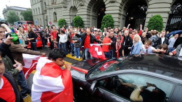 Dürfen auch wieder Schweizer Erfolge gefeiert werden – wie hier beim WM-Sieg gegen Spanien 2010?