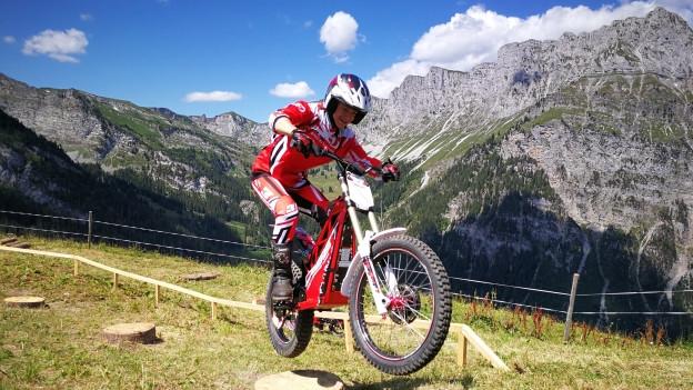 Das Elektro-Motorrad auf der Grimmialp.
