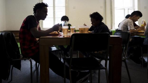 Der Kredit ist vor allem für die Betreuung minderjähriger Asylsuchender vorgesehen.