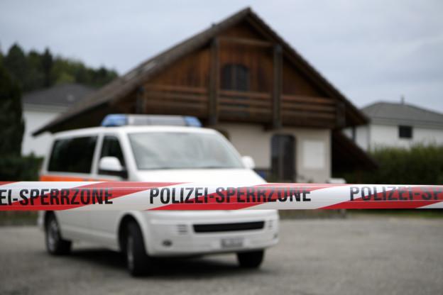 Polizei mit Grossaufgebot in Finsterhennen BE