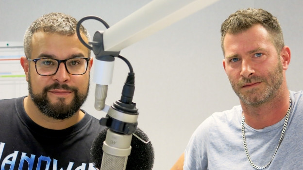 Baze und Serej im Doppelinterview im Radiostudio Bern.