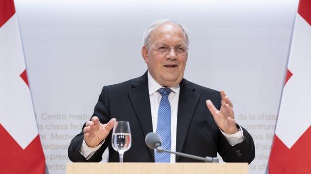 Johann Schneider-Ammann an der Medienkoferenz am Dienstag.