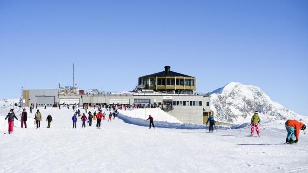 Die Bergbahnen in Saas-Fee sollen einen neuen Besitzer erhalten.