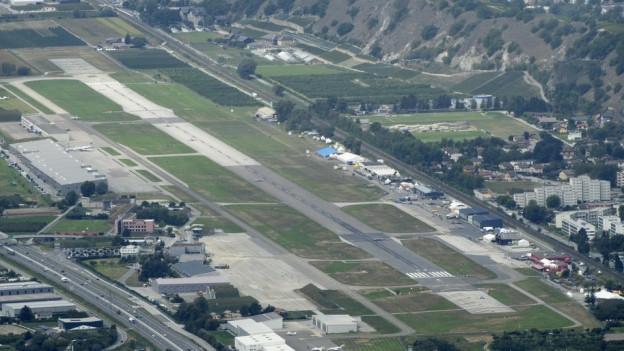 Nach der Luftwaffe die Touristen: Der Flughafen Sitten soll durch Ferienflüge überleben.