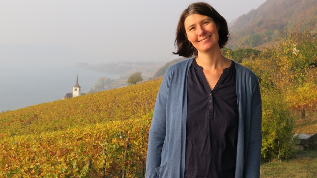 Winzerin Sabine Steiner hoch über dem Bielersee.