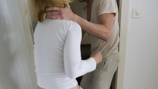 Von häuslicher Gewalt sind oft Männer betroffen.