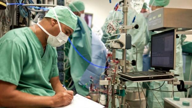 Ärzte im Spital