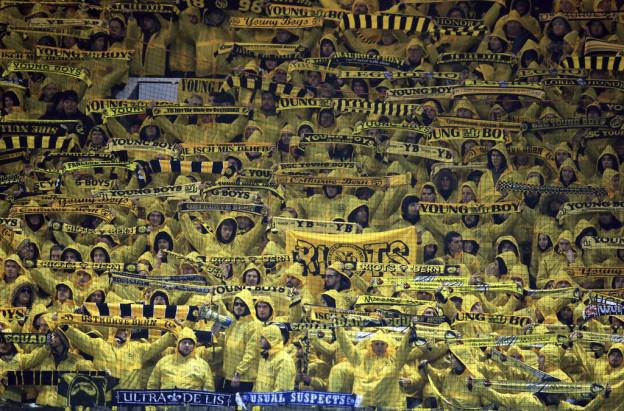Tausende Berner Fans unterstützten YB in England.