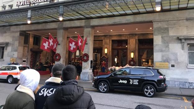 Juventus-Fans vor dem Hotel Bellevue in Bern.