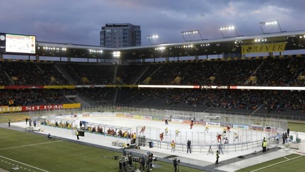 Eishockey im Fussballstadion: Zum zweiten Mal nach 2007 fand ein Berner Derby im Stade de Suisse statt.