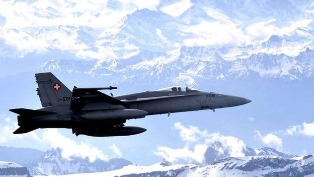 Kampfjet in der Luft.