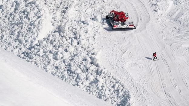 Die Lawine in Crans-Montana hat mindestens ein Todesopfer gefordert.