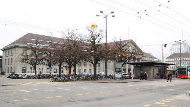 Der Bahnhofplatz soll zum Begegnungsort werden.