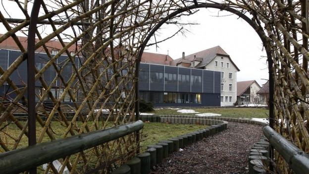 Im ehemaligen Jugendheim in Prêles soll ein Asyl-Rückkehrzentrum entstehen.