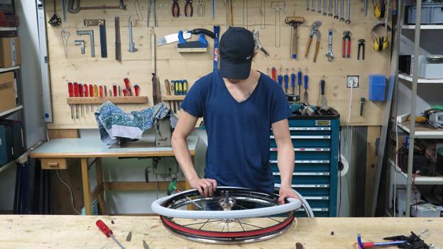 In der Rollaid-Werkstatt werden alte Rollstühle wieder fit gemacht.