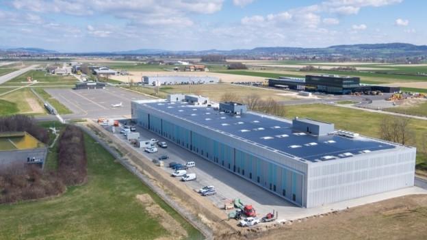 Der neue Businessterminal vereint einen Flugzeughangar, Aufenthaltsräume für Passagiere, einen Zoll und Büros unter einem Dach.