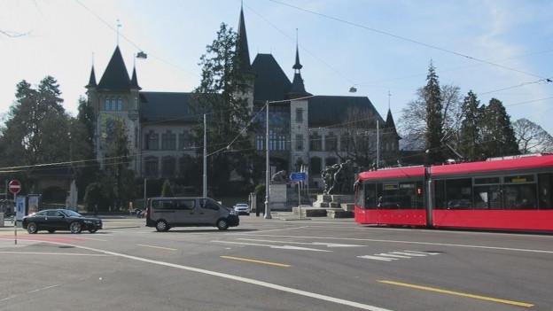 Wie soll der Helvetiaplatz in Bern künftig aussehen? Die Jurierung der Projekte ist öffentlich.
