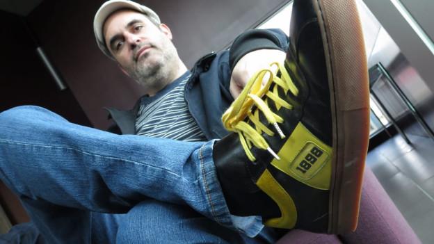 Für den zweiten Meistertitel in Serie liess er bei der Firma Alive Shoes in Italien einen YB-Turnschuh – Modell «1898» – herstellen.