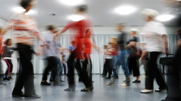 Die tanzenden Frauen sind zwischen 65 und 88 Jahre alt.