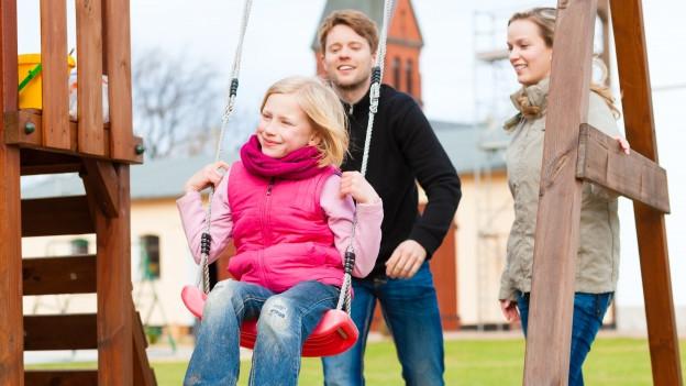Mehr Kinder sollen eine Pflegefamilie erhalten, so der Wunsch des Kantons.