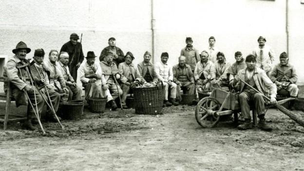 Eine Gruppe Internierter in Bellechasse – zwischen 1920 und 1930.