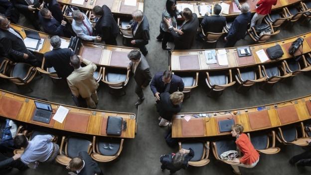 Auf dem Foto ist der Nationalratssaal von oben zu sehen.