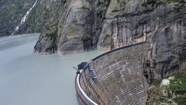 Konkret geht es um die Wasserkraftnutzung der Alpen Energie Dorfgemeinde Meiringen.