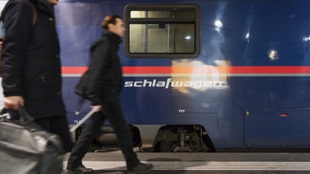 Nachtzug im Bahnhof