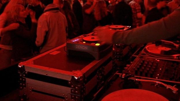 DJ in Bar