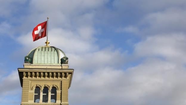 Bundeshaus mit Fahne