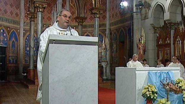 Pfarrer bei Messe